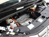 2AR-FXE型 2.5L 直4 DOHCエンジンと前:2JM型 後:2FM型 交流同期電動機のハイブリッドシステム搭載、E-Four(電気式4輪駆動)の組み合わせです。
