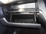 両側とも電動オートスライドドアです。運転席からも操作できます。