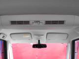シーリングファンで車内の空気を循環できます。