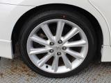 【タイヤ・アルミホイール】純正アルミホイールです。タイヤの状態もしっかりしてます。