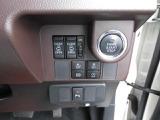 プッシュボタン式でキーを出さずにエンジン始動ができます。
