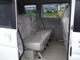 狭い場所での乗り降りや、荷物の積み下ろしに便利な後席両側電動スライドドアが装備されています。