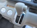 インパネシフト☆ハンドルに近い位置で運転席からも見やすく操作しやすいインパネシフト。ぱっと見ただけでどのギアに入っているかが判断しやすいところもいいところです。