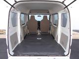 【ラゲッジスペース】 広さと使い勝手が気になるラゲッジスペース!後部座席のシートを倒せば、長さのある荷物も積むことができます!利用シーンに応じてアレンジしてみてください!