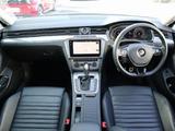 上級車のムードが存分に味わえるインテリア。一見カーボンのようなシルバーのデコラティブパネルや「ALLTRACK」のロゴがコックピットに彩りを添えています。