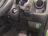 燃費をよくするECON、電動格納式リモコンドアミラーのスイッチは運転席の右側、手の届きやすい位置にあります。