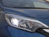 ヘッドライトは夜道を明るく照らすLEDヘッドです。