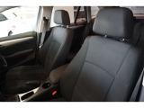 パブリックシートは、低走行車らしい、とても清潔感のあるシートで、シミや切れ・破れなどありません。気になるようなスレもなく、シート表皮の毛先が荒れた感じなどもありません。