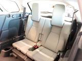 3列目パック(364,000円)サードシートを装備。急な乗車もボタン一つでシートが出てきます。座りやすさも考えて設計されておりますのでご安心ください。