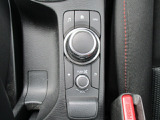 ■マツダコネクトコマンダーコントロールタッチパネルに加えて手元を見ることなく操作できるコマンダーコントロールつき