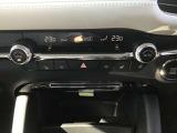 上段はオートエアコン。下段はCD・DVD・地デジTVが装備となります。また、シートヒーターがついているのも大変便利ですよね!