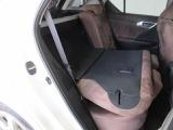 後席シートは分割可倒式なので使い方色々出来ます。