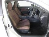 ほど良い硬さのシートで長距離運転も疲れにくいです。