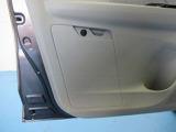 助手席ドアポケット(ボトルホルダー・車検証収納ボックス 付)