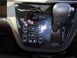 タッチパネル式オートエアコンで空調操作もラクラク簡単・快適です♪