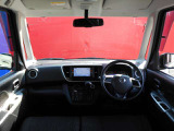 運転席は広々しておりますので、長時間のドライブも楽しんでいただけますよ☆車に乗るのが楽しくなりますね♪