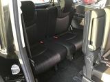 フロントシートに膝がぶつかる事もなく足下もゆったりと座れるリアシートです!ゆったりとしたスペースはとっても魅力ですよ。