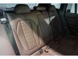 後席も使用感はさほど感じず、運転席・助手席同様にフロアカーペットも含めて清潔感があります。後席シートもしっかりと作り込まれていますので、座り心地も悪くありません。是非、実車にてご確認下さい。