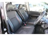 運転席シートです。座面の高さが調節できるハイトアジャスター付きです。