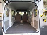 リヤシートを折りたたんで、広々としたフラットなスペースを実現(荷室フロア長1955mm《2名乗車時》