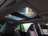 解放感溢れる【ムーンルーフ】☆車内には爽やかな風や太陽の穏やかな光が差し込みます☆