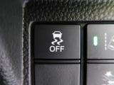 ナビ連動ステアリングリモコンを装備!【ハンドルに付いている手元でスイッチでナビの音量調節や、チャンネル選択が出来ます。よそ見をせず操作できるので安心ですよね♪】