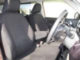フロントシート☆快適性と安心感を追及した大型ベンチシートです。