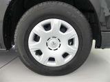 タイヤを撮影しました!残りミゾもしっかりありますので、安心してお乗りいただけます!ユーカ-選びの大切なポイントですよね。タイヤサイズは195/80/15です。