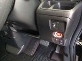 スマートキーシステム搭載ですので、ハンドル横のスイッチを押せば、エンジンスタート!