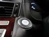エンジンスタートはプッシュスタートボタンで!2つのメリットがあります。1つは、防犯面カギをいじられることがないので安心です。2つ目はポケットやカバンに入れたままでドアの開錠施錠が出来る事です。