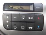 ハンドルにオーディオ&クルコンの操作スイッチが装備されています!視線を前方から外さずハンドルから手を離さずに操作できるのでとっても安全ですね♪
