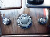 【エアコンデショニングシ-ト】運転席・助手席の背部と座面から温かい風または冷たい風を送風。好みの温度に調節ができます。