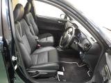 運転席はハイトアジャスター機能付でピッタリのポジションを決めることができます!