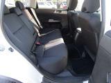後部座席のスペースも十分にあり、チャイルドシートをつけても空間に余裕があるため、子育て中にも乗りやすいと思います。