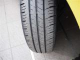右前タイヤを撮影しました!残りミゾもしっかりありますので、安心してお乗りいただけます!ユーカ-選びの大切なポイントですよね。