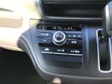 デジタル式フルオートエアコンです。自動で風量や吹き出し口を調整してくれますので、操作は温度を設定するだけです。
