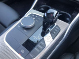 iDriveにはナビゲーションだけではなく、ラジオやオーディオ管理、車両情報や今現在の車両ステータス確認などさまざまな機能が備わっています。