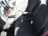シフトで運転楽々!足元もゆったり広くなっていてリラックスして運転できます。
