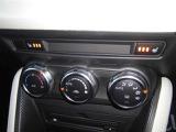 フルオートエアコン装備で、季節を問わず快適にお過ごし頂けます。また、冬場にはうれしいシートヒーターが運転席と助手席に装備されています。3段階で温度調節可能です。