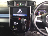 トヨタ純正メモリーナビ搭載なので、遠方へのドライブもお任せ下さい!その下にあるのは、らくらくワンタッチで操作できるフルオートエアコンの操作パネルです!