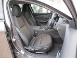 ☆運転席シートはシートリフト機構付きで様々な体格の人に対応致します☆