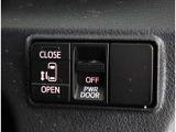 左側にパワースライドすることで、小さいお子様やご年配の方も、簡単にスライドドアが開閉できます。また、タクシー感覚で、乗降時にお楽しみいただけます。