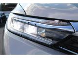 LEDヘッドライトで夜間走行も視界を確保できます。/ LEDヘッドライト+LEDフォグライト+自動防眩ルームミラー装備で夜間走行も視界を確保できます。