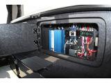 走行充電、外部充電器が標準装備♪