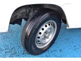 タイヤサイズは145/R12LTになります。