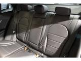 後席も広々とした空間が広がりゆったりとお乗り頂くことが出来ます。