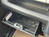 グローブボックス 車検証や小物を収納可能です