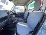 当店では全てのお車を、当社のグループ会社である興和自動車興業の工場にてプロの整備士による整備を行っております。