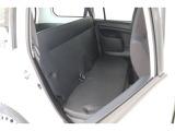 フロントシートバックの形状を工夫することで、後席乗員のヒザ周りにゆとりをもたらしています!