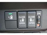 両側パワースライドドア付!挟み込み防止機能によりお子様の乗り降りも安心!車内・車外のドアハンドルからはもちろんのこと運転席スイッチやリモコンキーからも開閉操作が可能で大変便利な装備です!